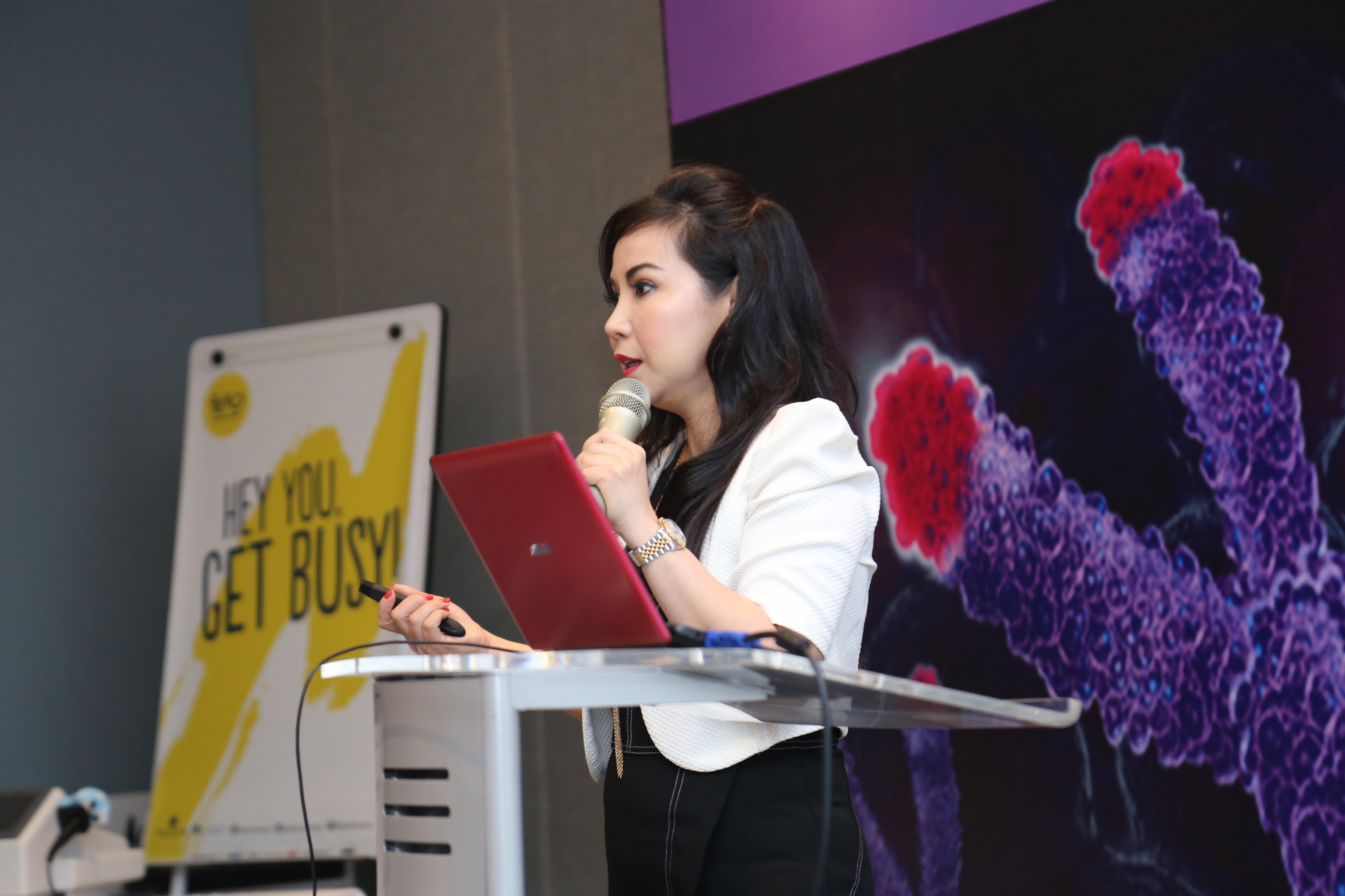 DR. Dr. W. Andralia, MSc (UK) Mengajar Seminar di Yello Hotel - Jakarta Pusat
